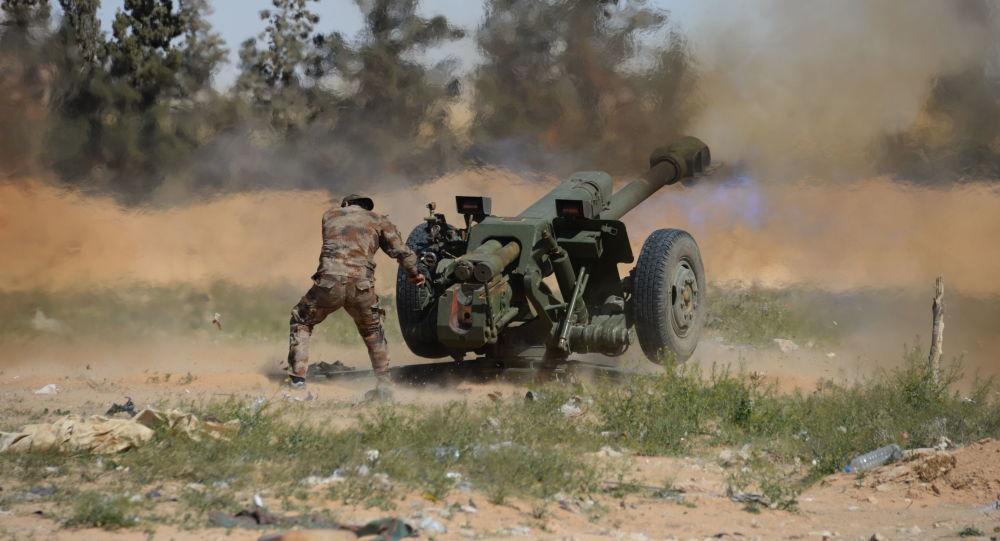 Syrský voják u Palmýry