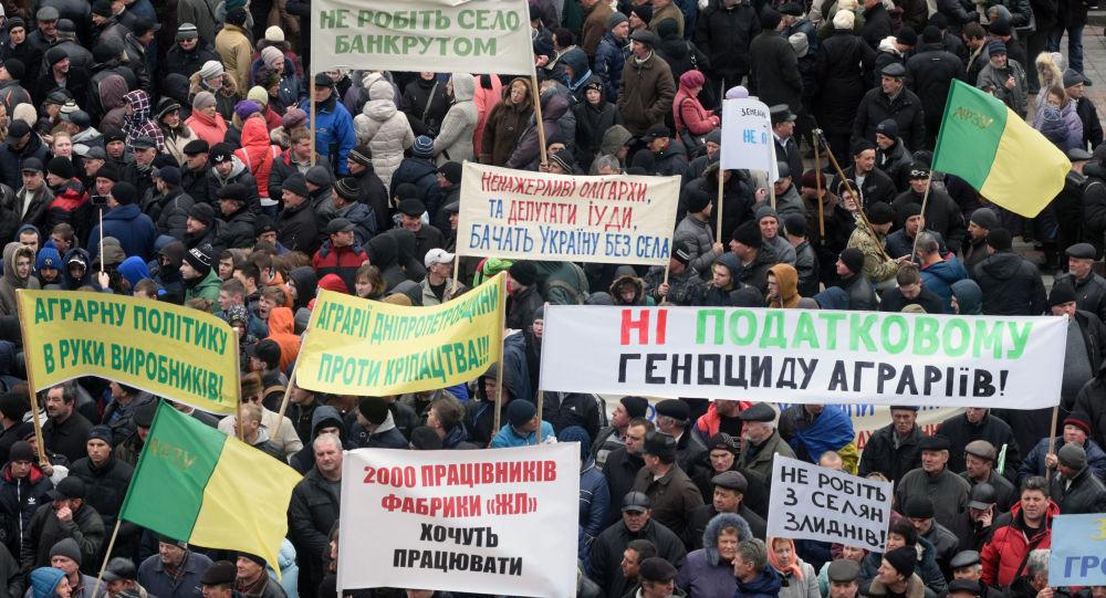 Mítink zemědělců u budovy Nejvyšší rady v Kyjevě, 15. března 2016