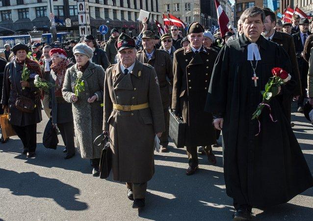 Průvody účastníků lotyšské legie Waffen SS