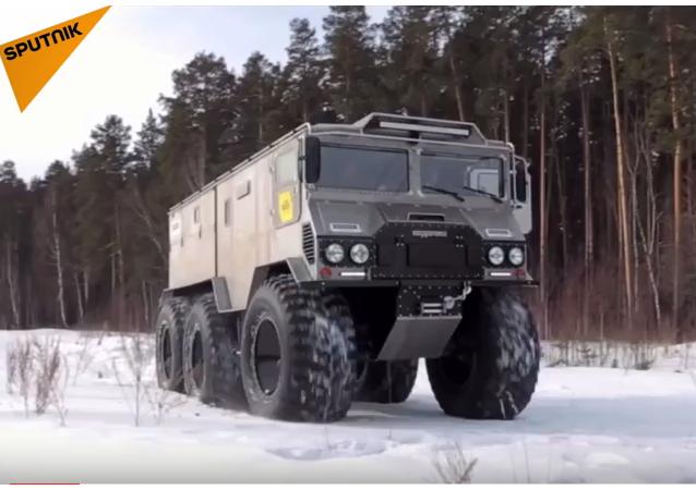 Nové off-roadové arktické vozidlo na misi za dobytím severního pólu