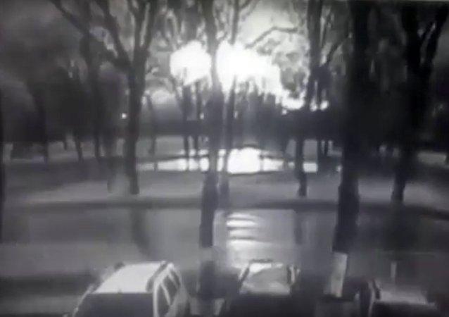 Na internetu se objevily záběry pádu Boeingu v Rostovu na Donu