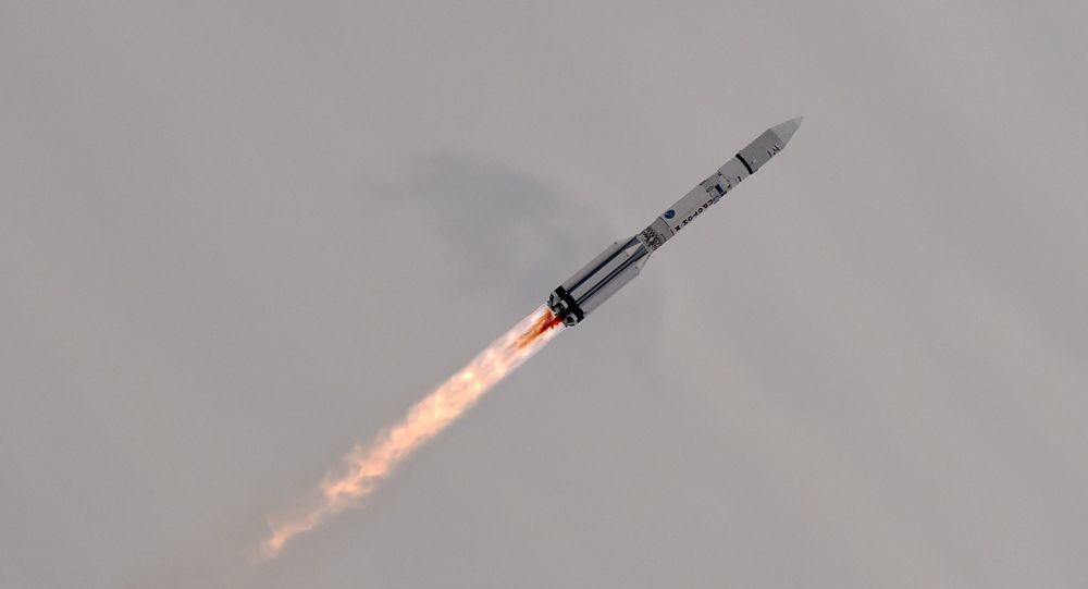 Start rakety Proton-M z kosmodromu Bajkonur