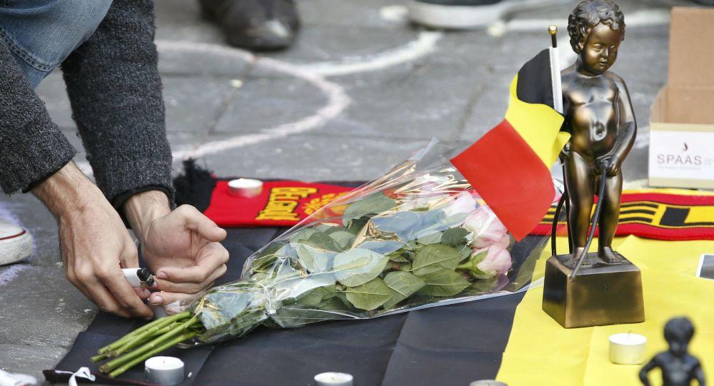 Květiny na památku obětí teroristů během útoků v Bruselu