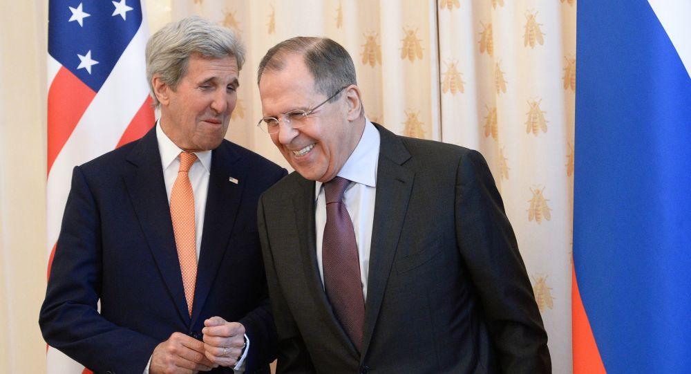 Ministr zahraničí USA John Kerry a ruský ministr zahraničí Sergej Lavrov