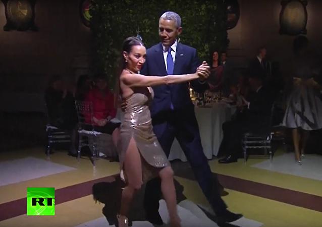 Barack Obama si zatančil v Argentině tango