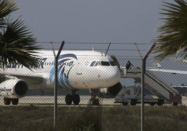 Unesené letadlo Egyptair A320 Airbus na letišti Larnaca, 29. března 2016