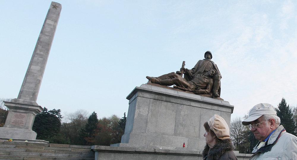 Pomník ve Varšavě