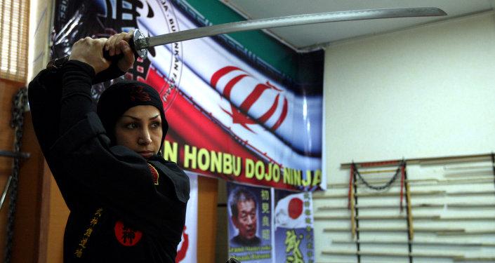 Íránská žena-nindža