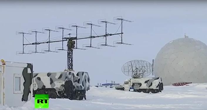 Ruská vojenská základna v Arktidě. Šojgu prohlédl objekt