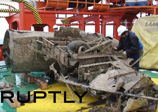 """Ze dna Kerčského průlivu vytáhli dva """"létající tanky"""""""