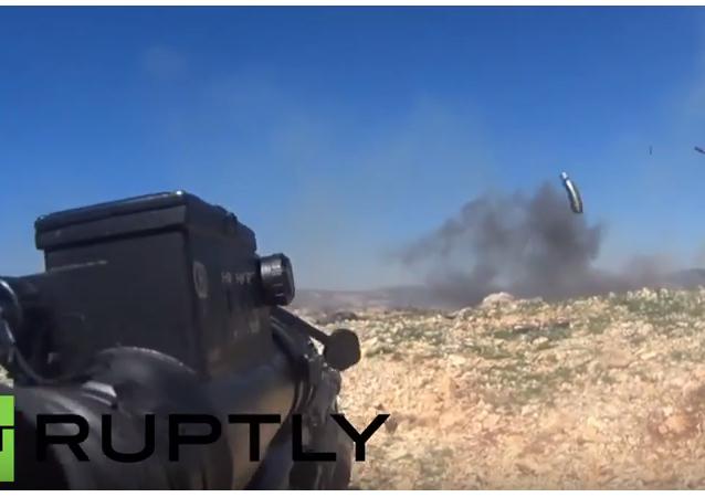 Vojáci syrské armády natočili na GoPro ostřelování pozic ozbrojenců v Lázikíji