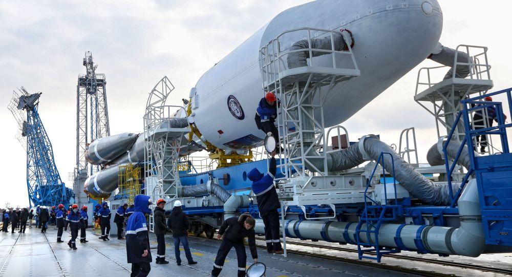 Na kosmodromu Vostočnyj byla postavena raketa pro první start