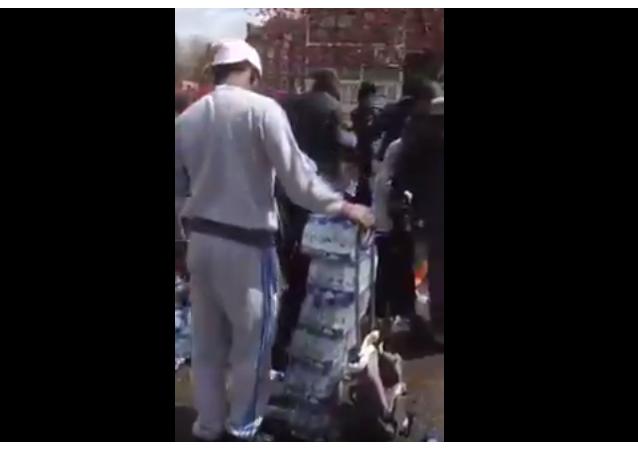 Obyvatelé Londýna kradli vodu určenou pro účastníky maratonu