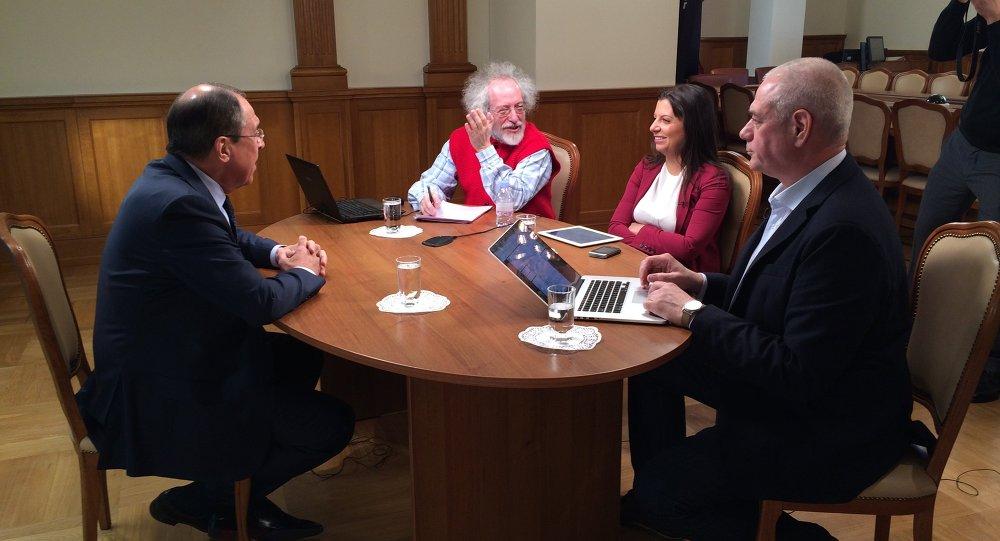 Interview s ministrem Lavrovem