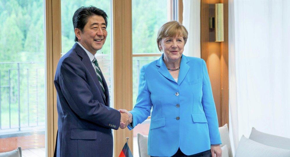Šinzó Abe a Angela Merkelová