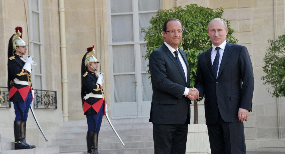 Ruský prezident Vladimir Putin a francouzský prezident Francois Hollande