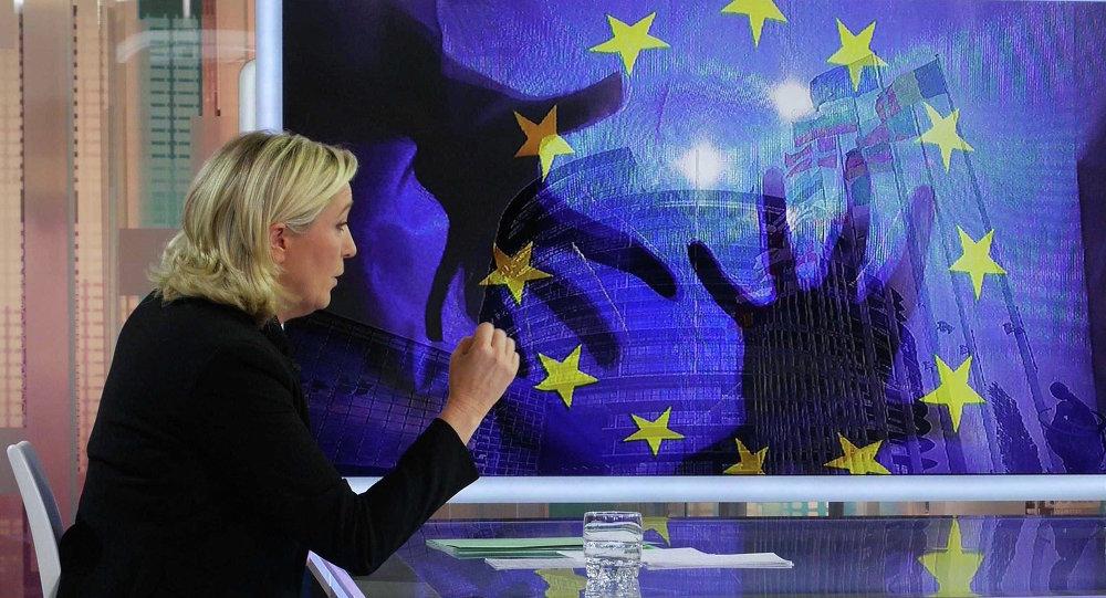 Předsedkyně francouzské strany Národní fronta Marine Le Penová