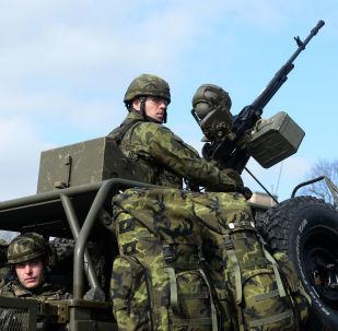 Voják české armády během cvičení NATO