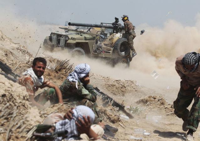 Irácké provládní síly v boji proti bojovníkům IS