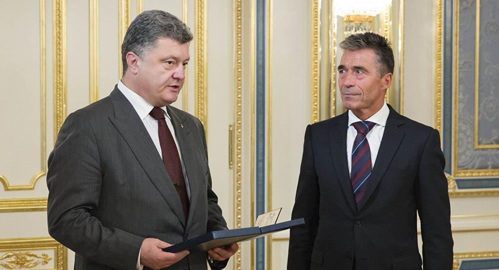 Petro Porošenko a Anders Fogh Rasmussen
