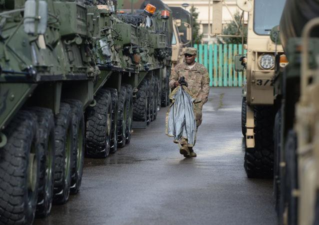Americká vojenská eskorta v Praze