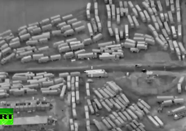 Dron MO RF natočil kolonu náklaďáků převážejících zbraně z Turecka. VIDEO