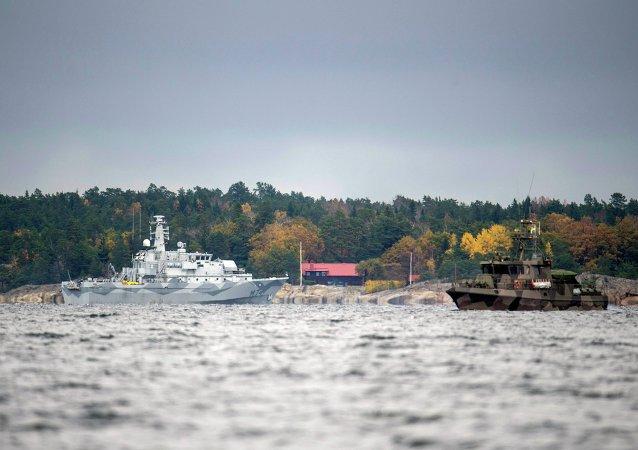 Švédské lodě pátrají po ponorce