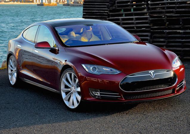 Elektromobil Tesla Model S. Ilustrační foto