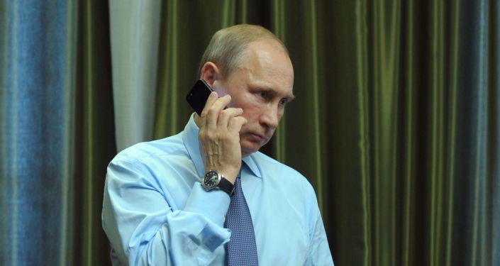 Vladimir Putin telefonuje