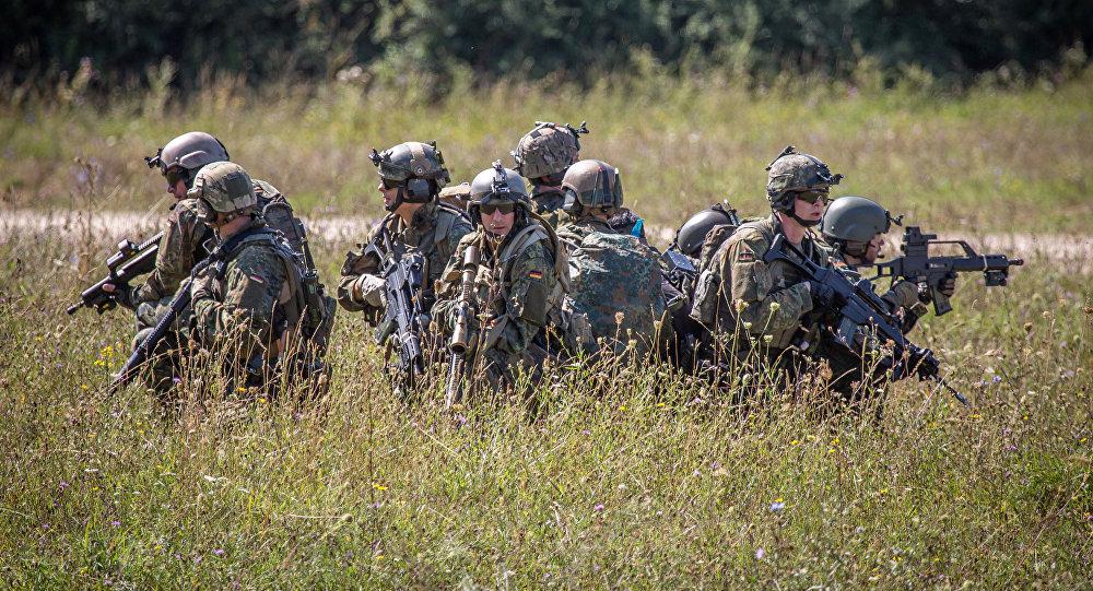 Němečtí vojáci během cvičení Swift Response 2015