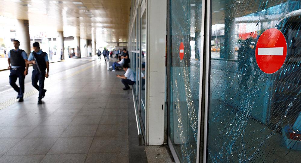 Následky výbuchu na Atatürkově letišti