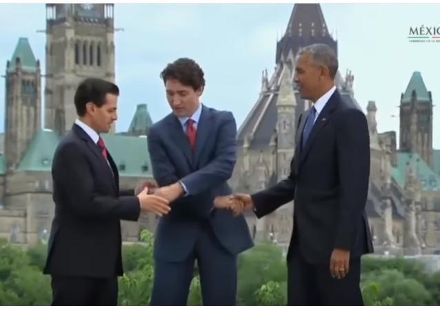 Lídři zemí Severní Ameriky se zamotali při podání rukou.