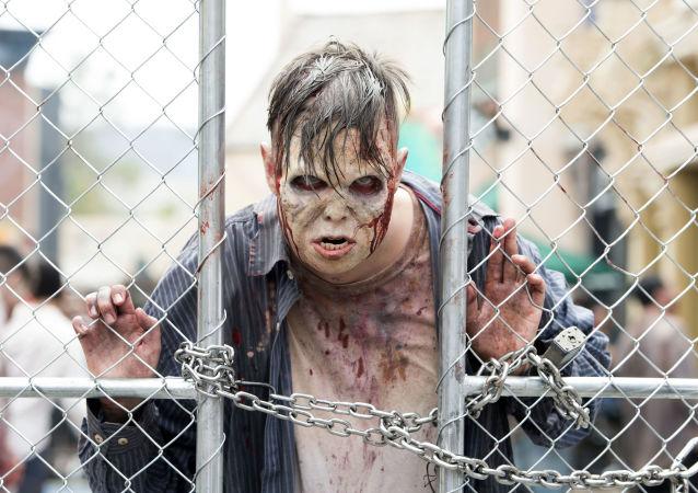 Muž v kostýmu zombie. Ilustrační foto