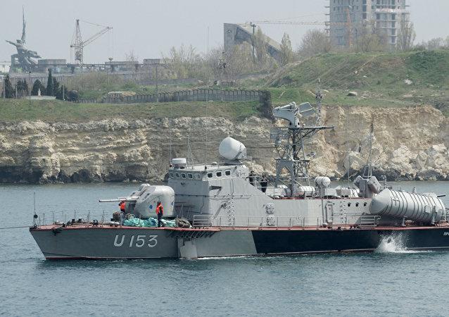 Ukrajinský člun Priluki a tanker Fastov
