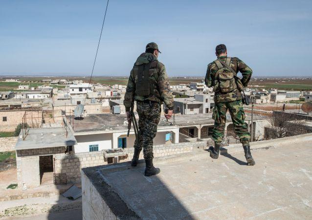 Syrští vojáci v okolí Aleppa