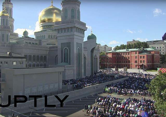Svátek přerušení půstu: modlitba muslimů v Moskvě
