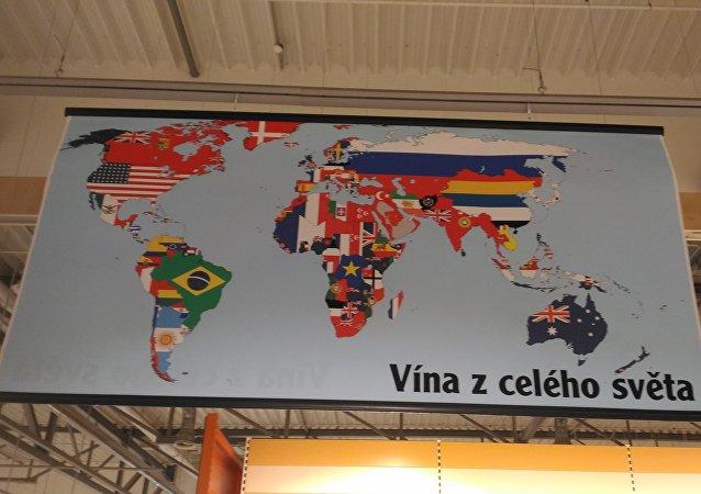 Globus v Plzni: vína z roku 1913