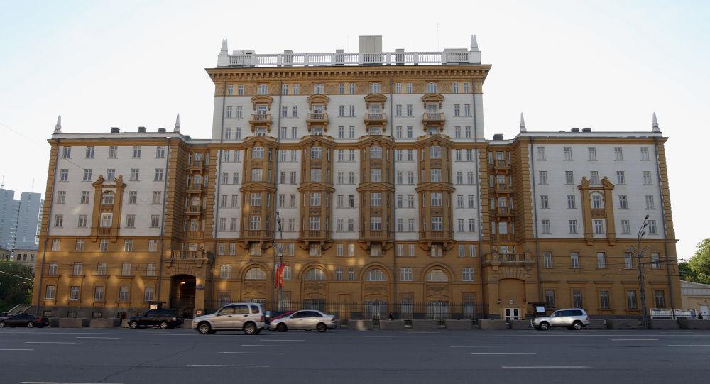 MZV USA sdělilo příčinu přestávky ve výdeji víz ruským občanům