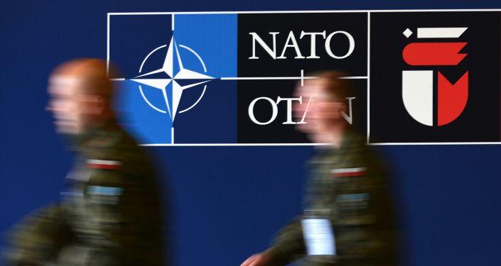 Vojáci během summitu NATO ve Varšavě