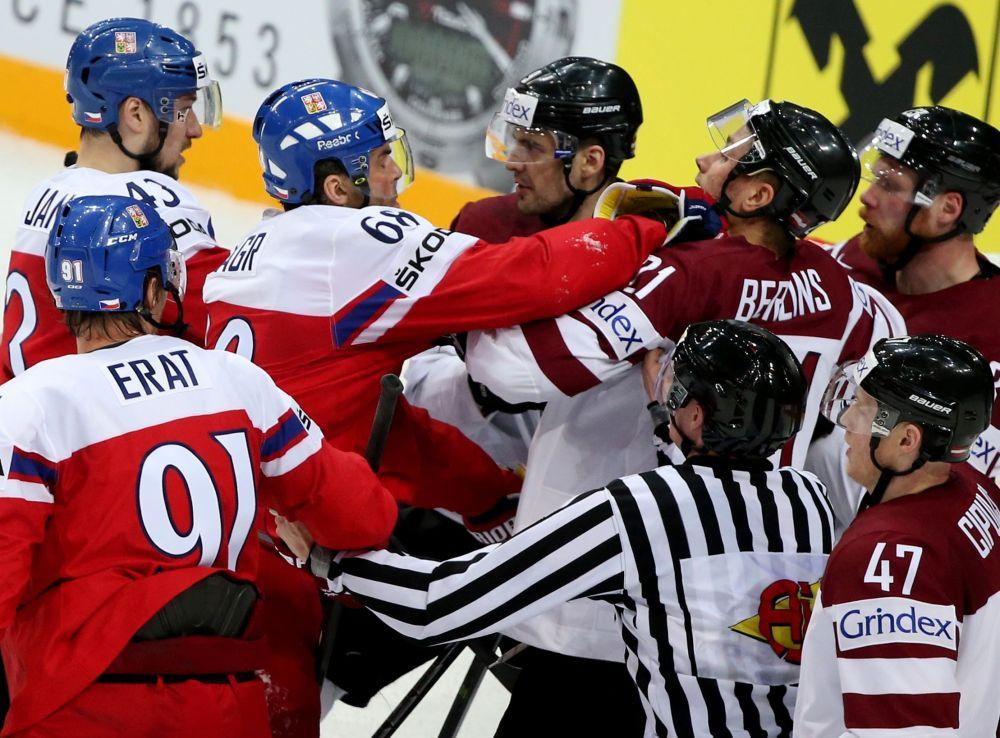 Bitka během utkání s Lotyšskem
