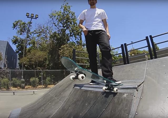 Dá se jezdit na skleněném skateboardu?
