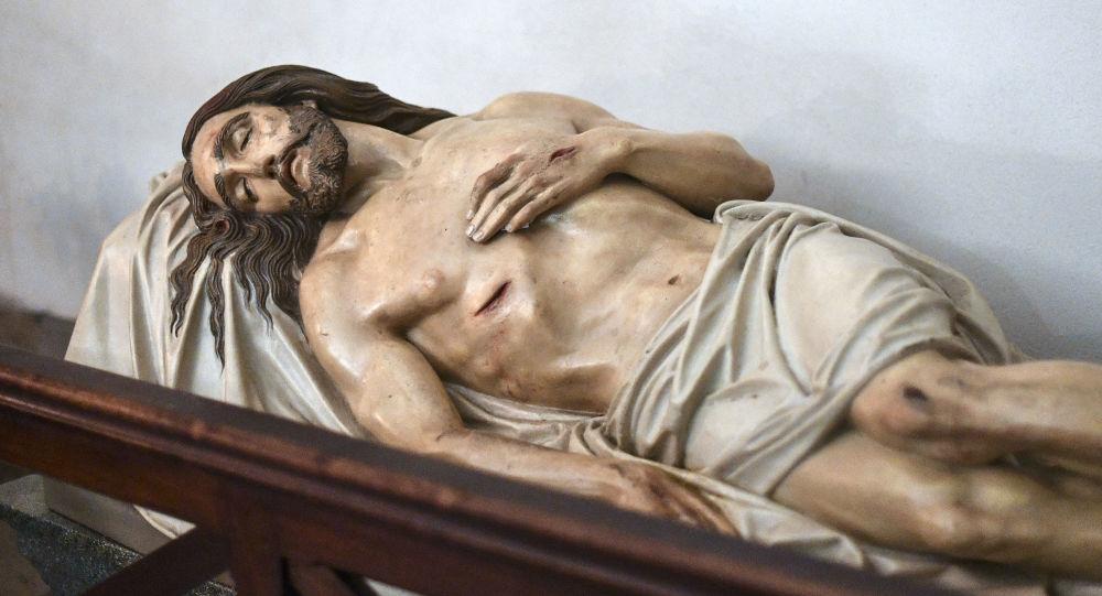 Socha Ježíše Krista v kryptě baziliky Notre-Dame de la Garde v Marseille