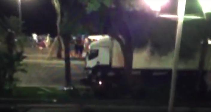 Motocyklista se snažil zastavit náklaďák teroristy v Nice