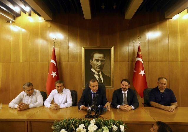 Turecký preyident Tayyip Erdogan během interview v Istanbulu