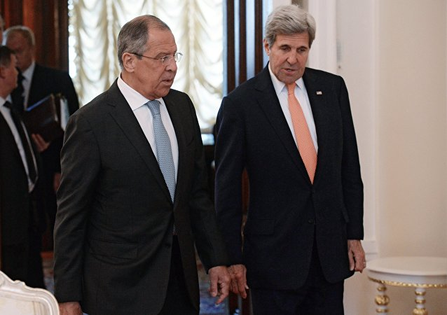 Sergej Lavrov a John Kerry