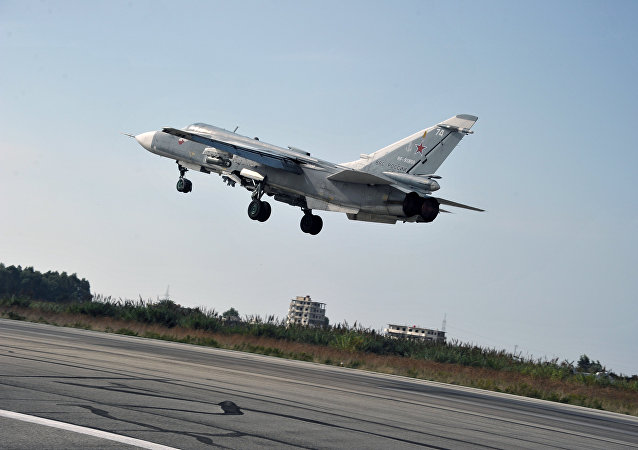 Stíhačka Su-24 na základně Hmeimim