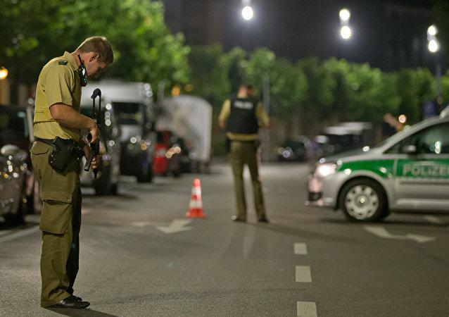 Německá policie na místě teroristického činu, Ansbach, 24. 7. 2016.