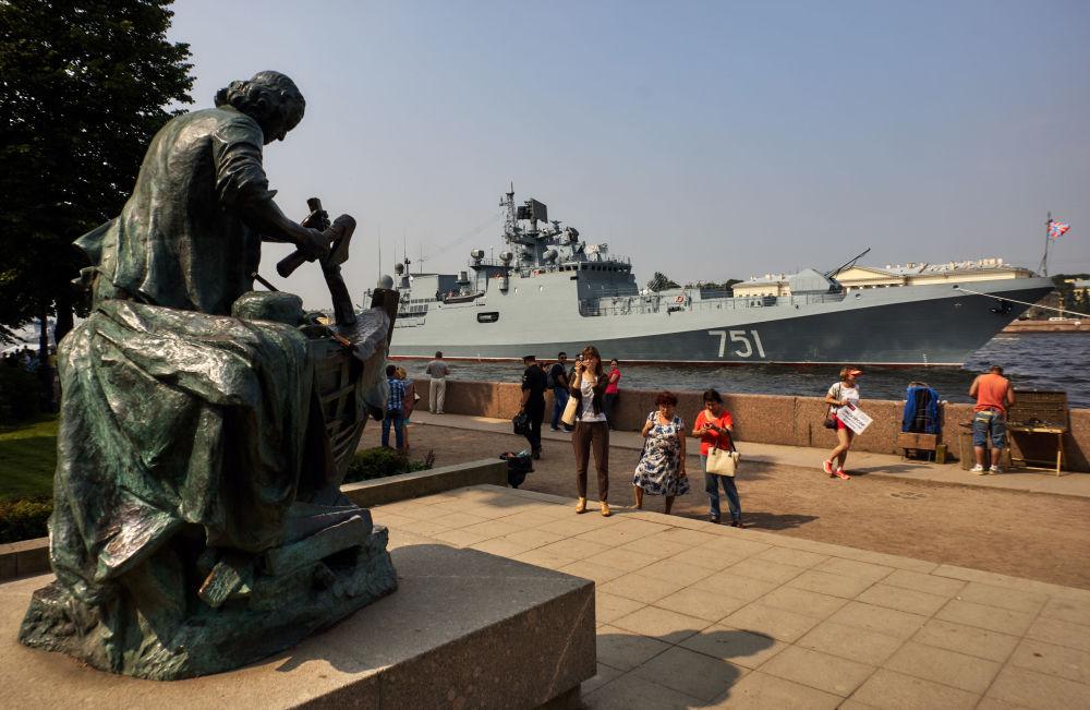 Od roku 1939 se přehlídky vojenských lodí konají v Rusku každoročně
