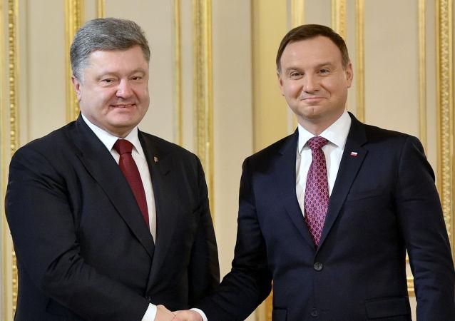 Ukrajinský prezident Petro Porošenko a polský prezident Andrzej Duda