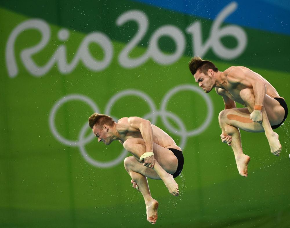 David Boudia a Steele Johnson (USA) ve finále synchronních skoků do vody muži.